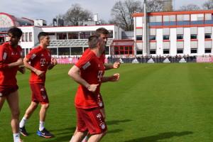 Ribery and Muller Jog Past